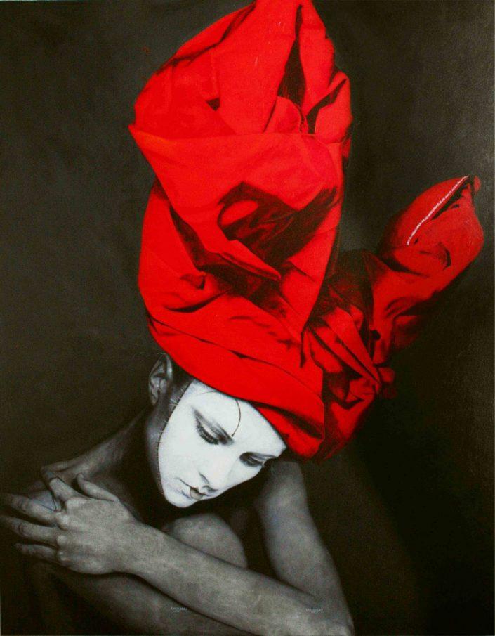 Mujer con turbante de conejo rojo